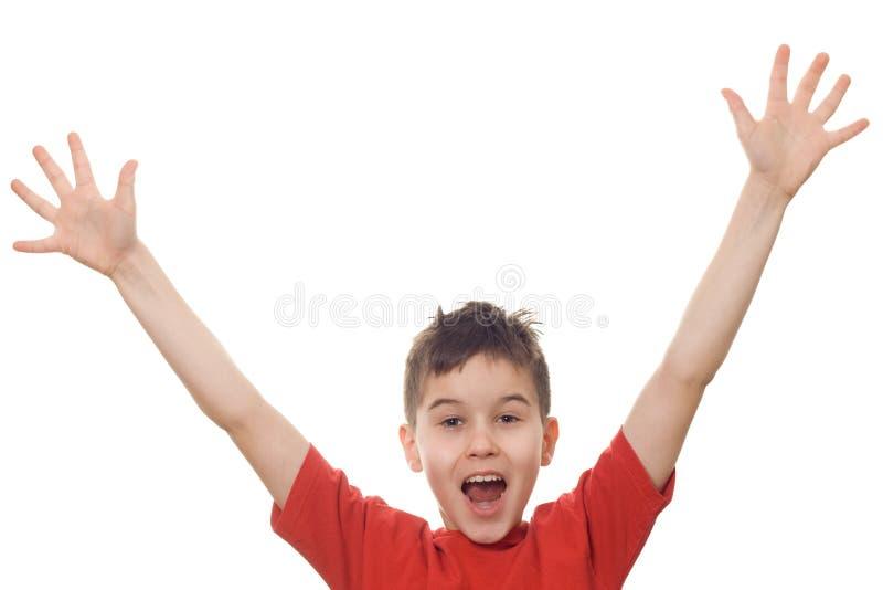 Garçon avec ses bras dans le ciel photo libre de droits