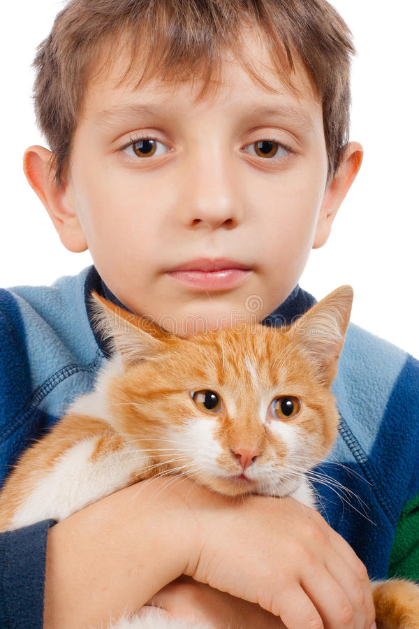 Garçon avec son chat image stock