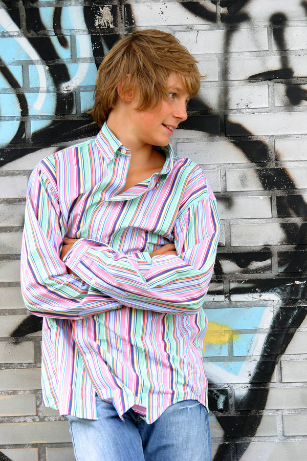 Garçon blond attirant image stock