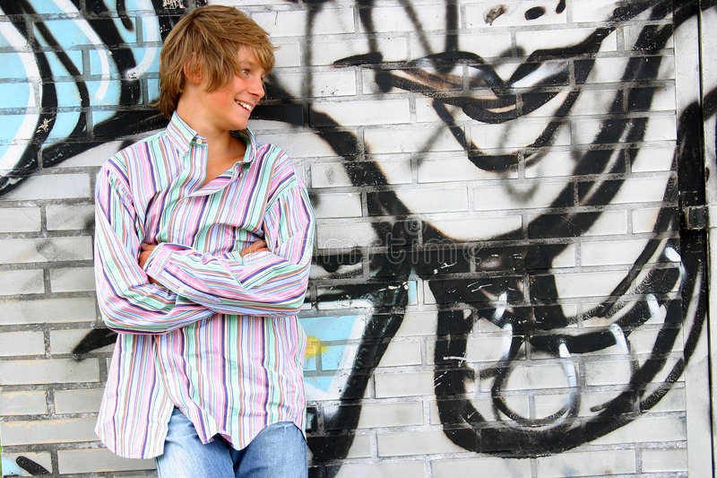 Garçon blond attirant images stock