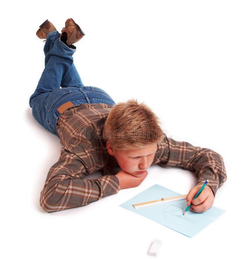 Garçon blond dessinant une illustration images stock