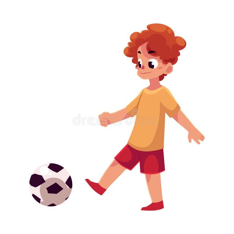 Garçon caucasien adolescent donnant un coup de pied la boule du football le terrain de jeu illustration stock