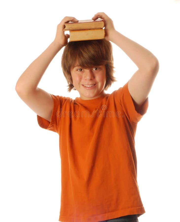 Garçon d'école avec le livre image stock
