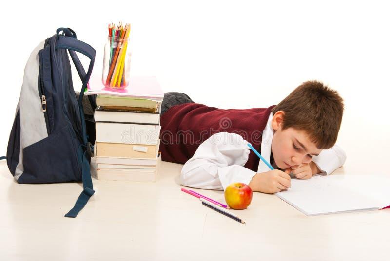 Garçon d'enfant effectuant le travail images stock