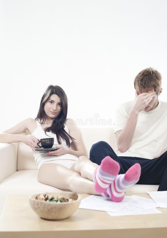 Garçon dans l'ennui (concept de problèmes de couples) photos libres de droits