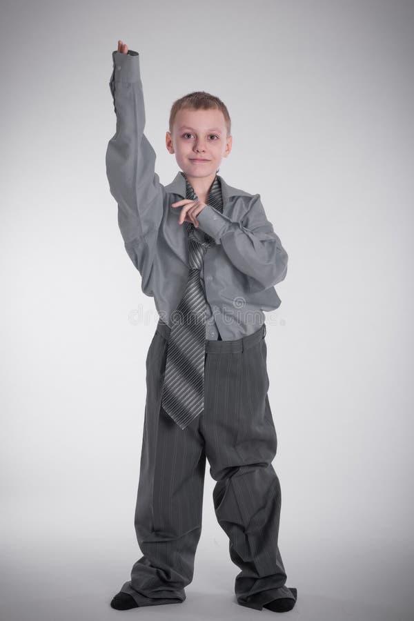 Garçon dans la grande chemise photographie stock libre de droits