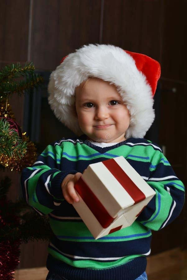 Garçon dans le capuchon de Santa photo stock