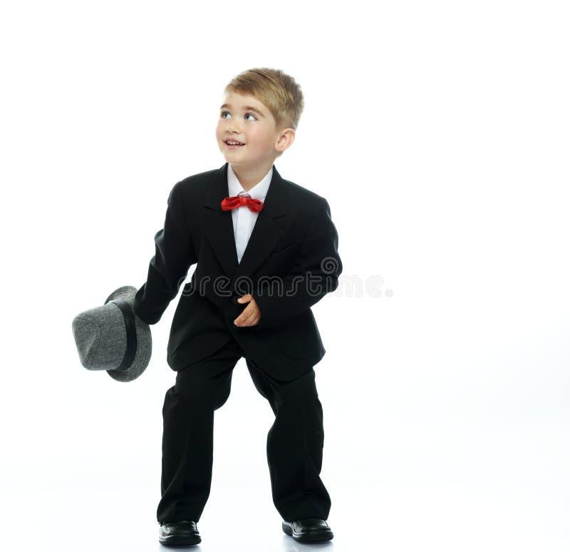 Garçon dans le chapeau et le costume noir photographie stock libre de droits