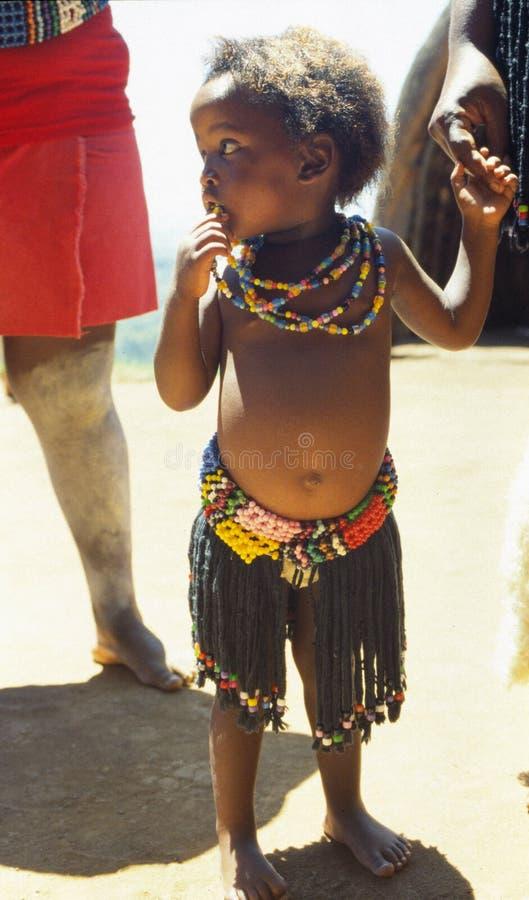 Garçon de jeunes de zoulou photo stock