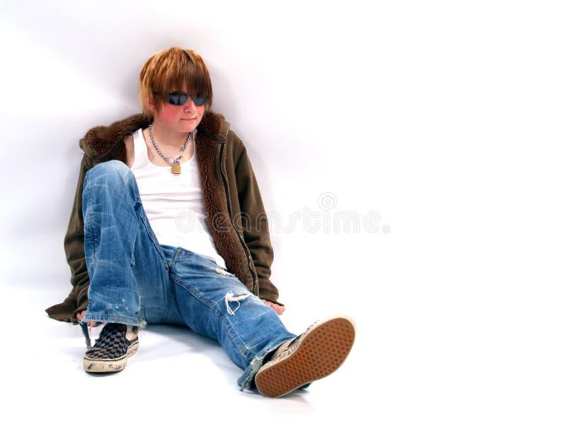 Garçon de l'adolescence avec l'assiette photographie stock