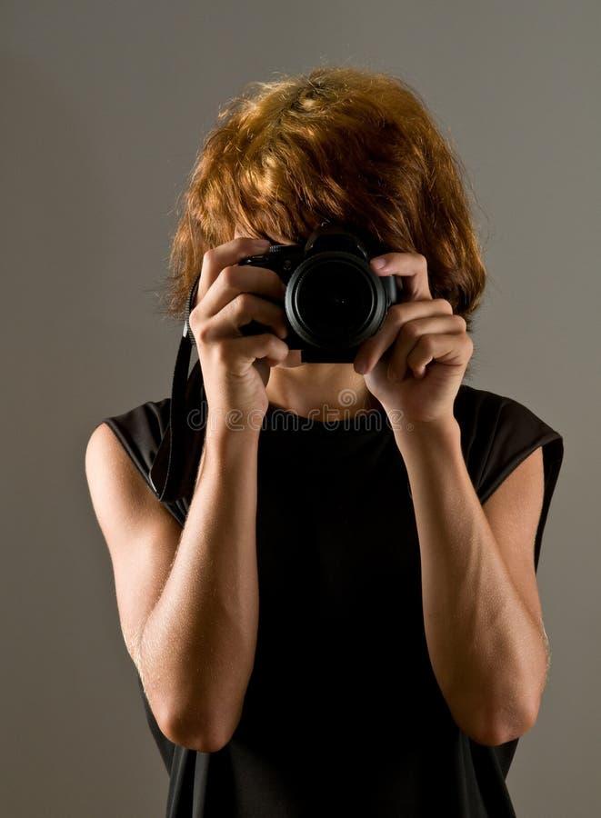 Garçon de l'adolescence prenant une photo de vous image libre de droits