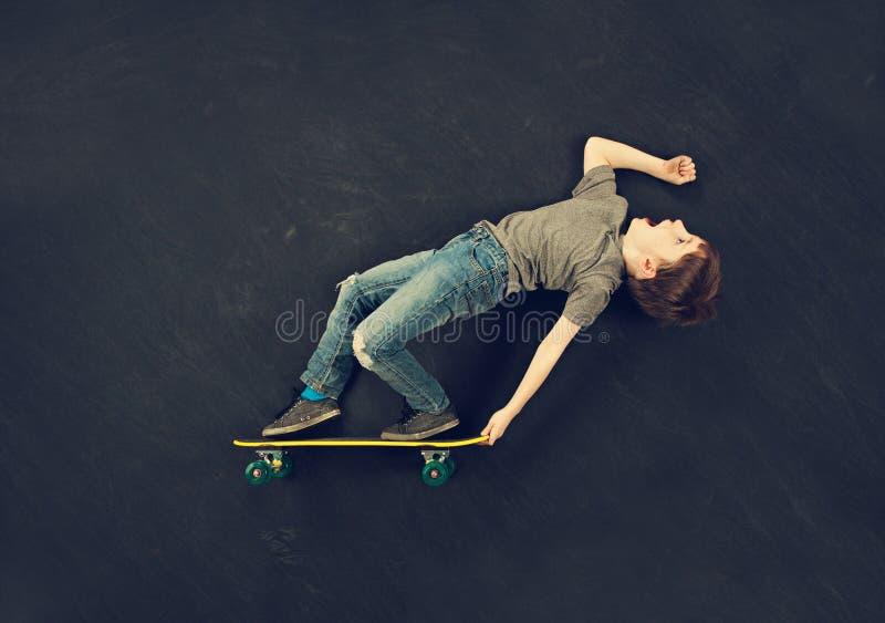 Garçon de patineur image stock