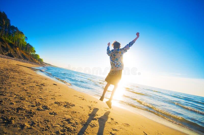 garçon de plage heureux photo libre de droits