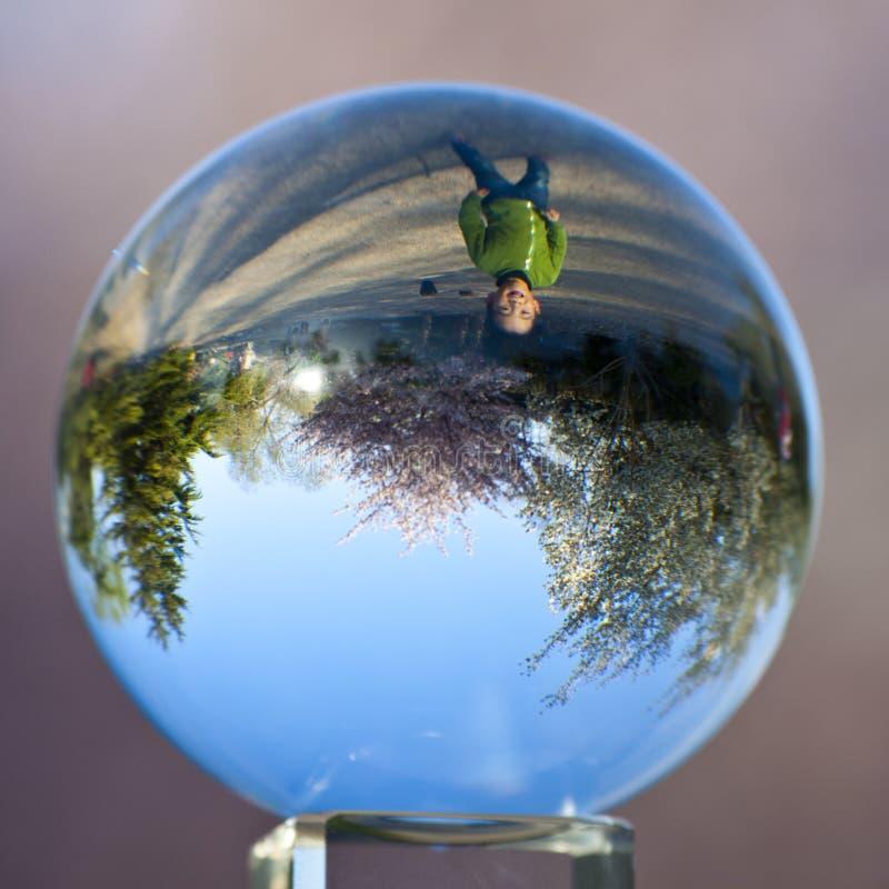 Garçon de ressort dans le cristal, parc de Pékin Yuyuantan images stock