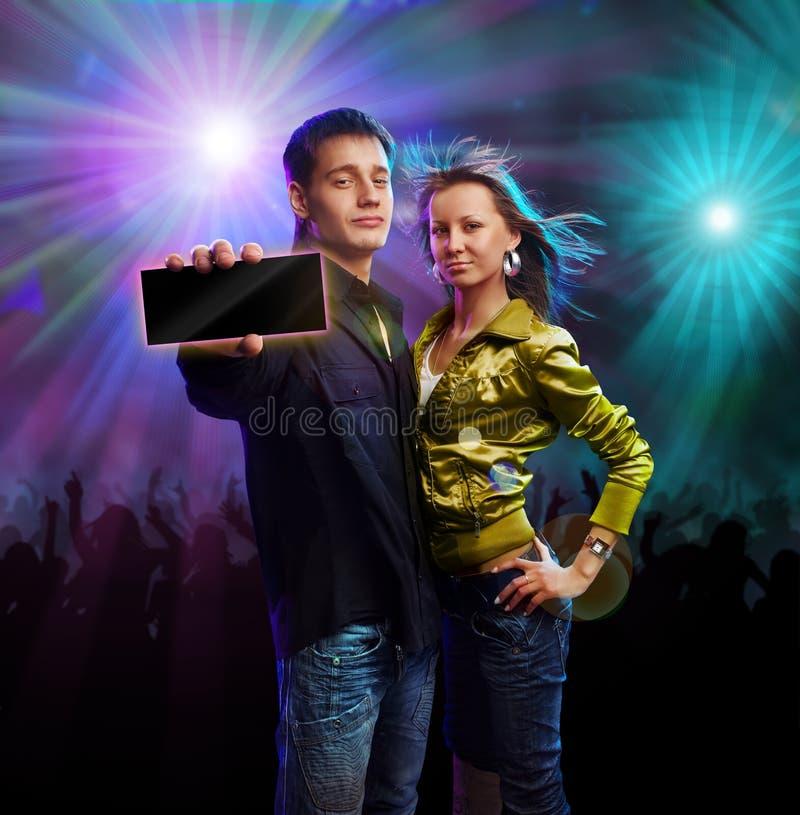 Garçon et fille dans un club images stock