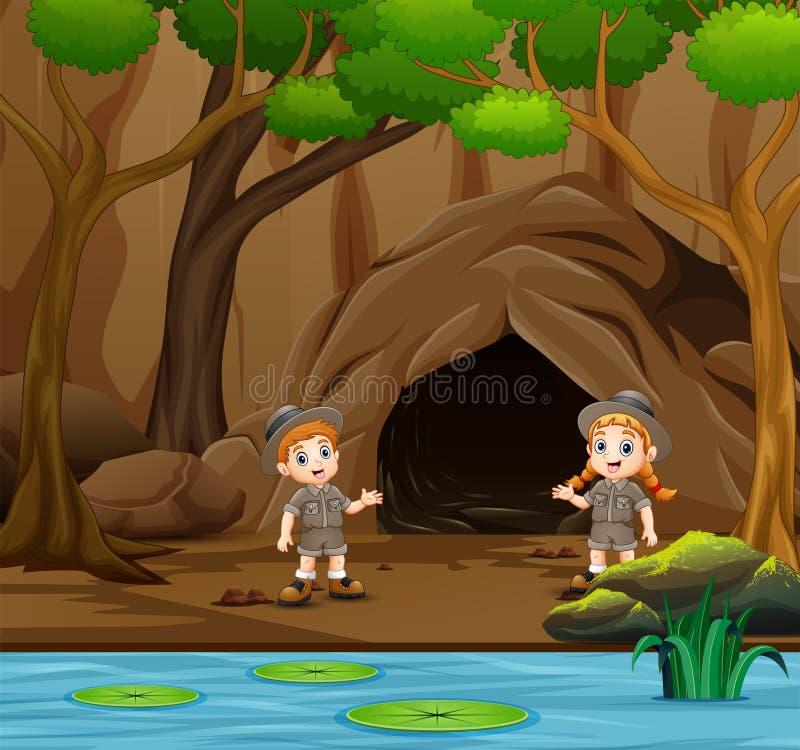 Garçon et fille de scout parlant près de la caverne illustration libre de droits