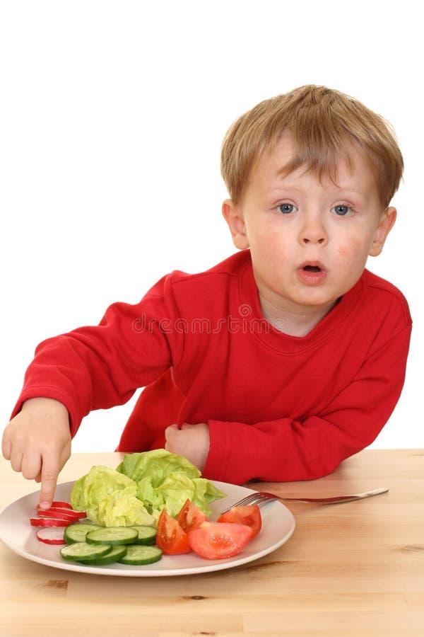 Garçon et légumes photos stock