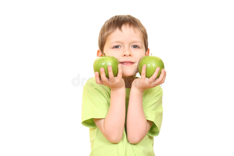 Garçon et pommes image stock