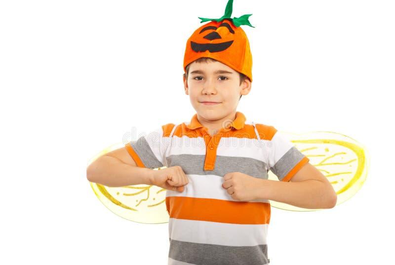 Garçon heureux avec le chapeau de potiron photos libres de droits