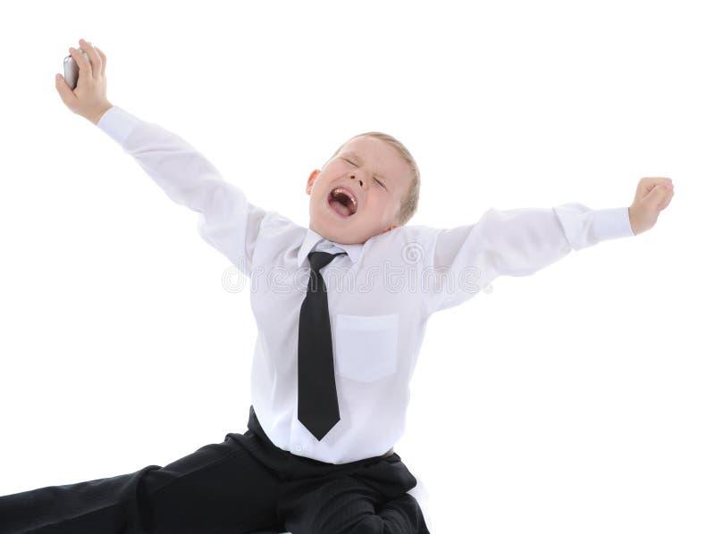 Garçon heureux avec le téléphone dans sa main. photo libre de droits