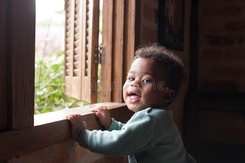 Garçon heureux d'afro-américain images stock