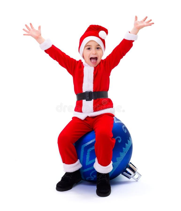 Garçon heureux de Santa Claus sur l'ornement photo libre de droits