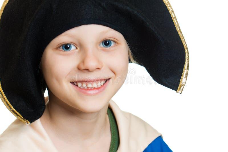 Garçon heureux mignon de pirate photographie stock libre de droits