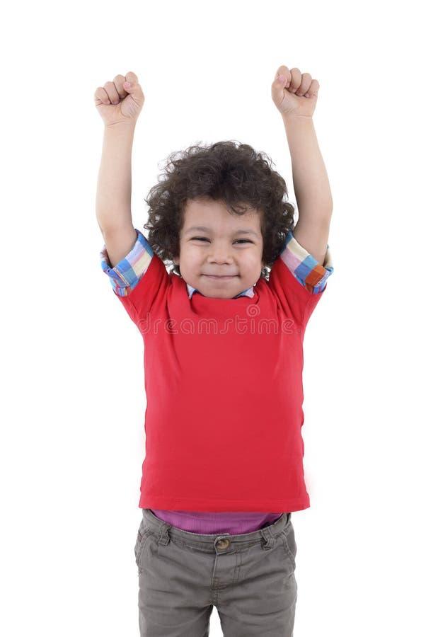 Garçon heureux soulevant ses mains  image libre de droits