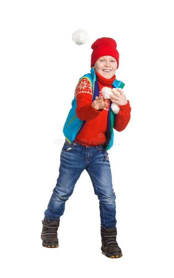 Garçon jouant dans la neige photographie stock libre de droits