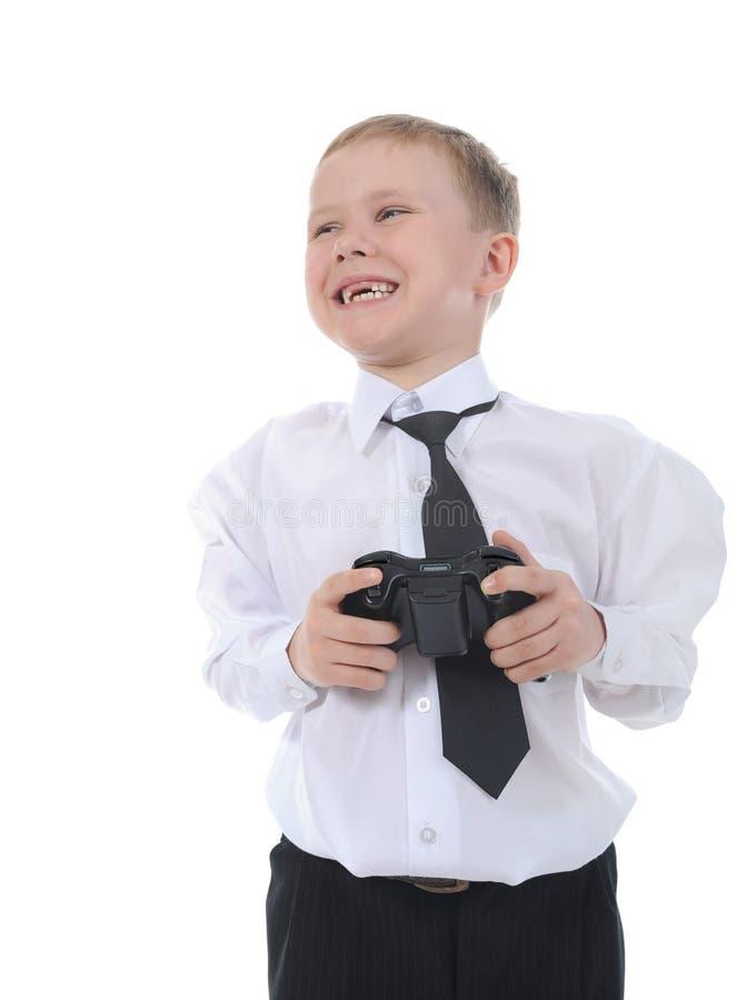 Garçon joyeux avec un manche dans des leurs mains photos libres de droits