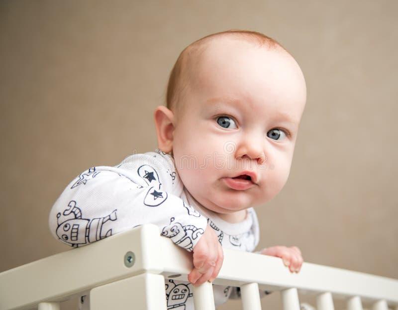 Garçon mignon d'enfant en bas âge photos stock