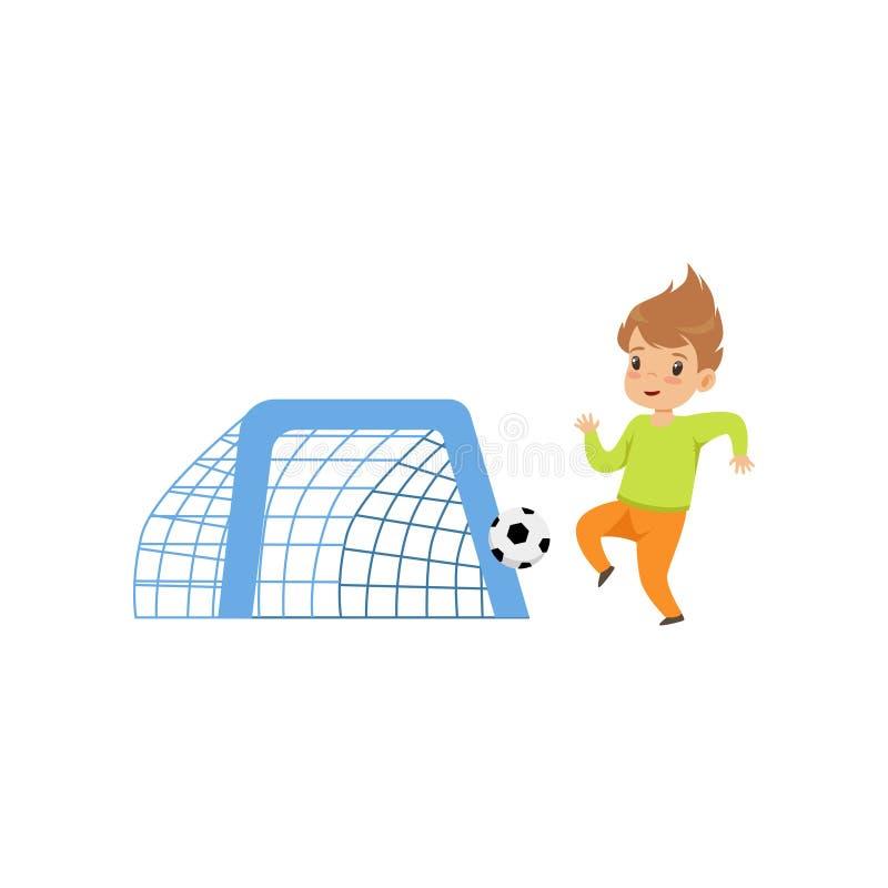 Garçon mignon de littlle jouant le football, enfant ayant l'amusement sur l'illustration de vecteur de terrain de jeu sur un fond illustration libre de droits