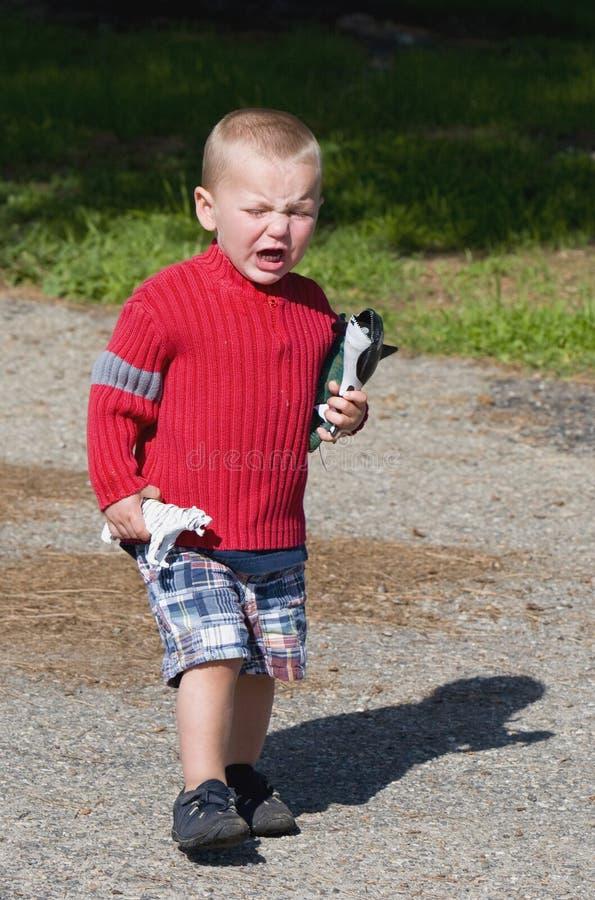 Garçon pleurant fâché photo stock