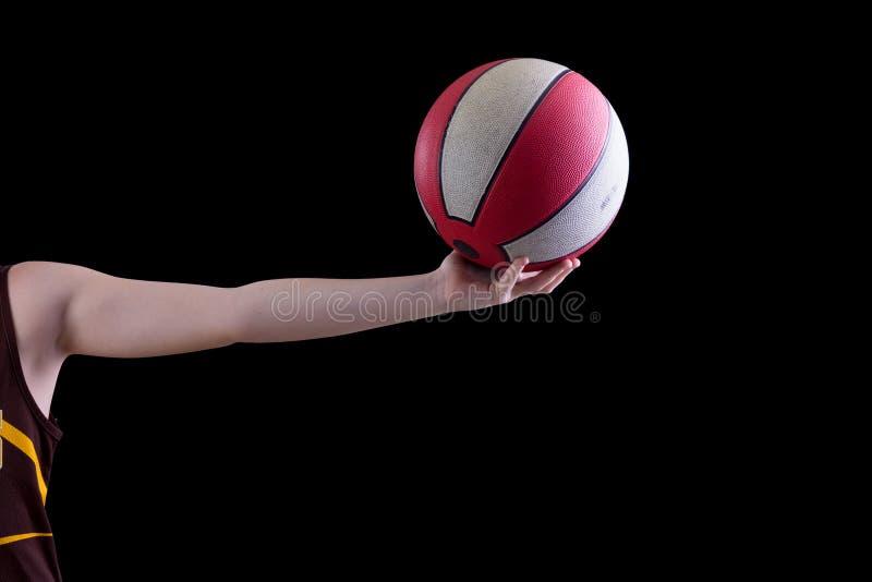 Garçon retenant un basket-ball images libres de droits