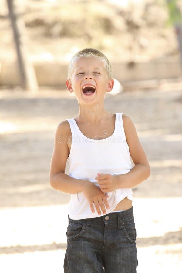 Garçon riant image libre de droits