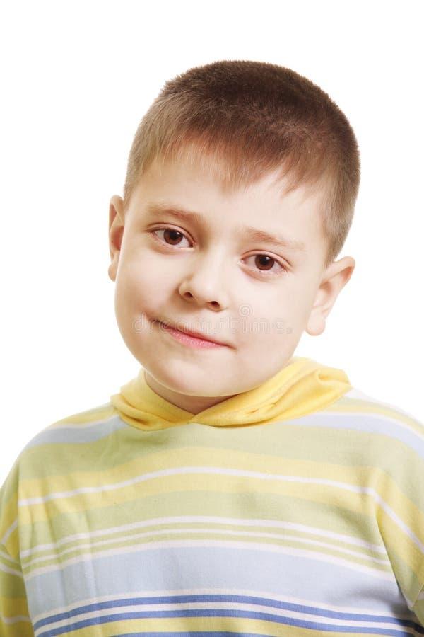 Garçon serein dans le chandail rayé jaune photos libres de droits