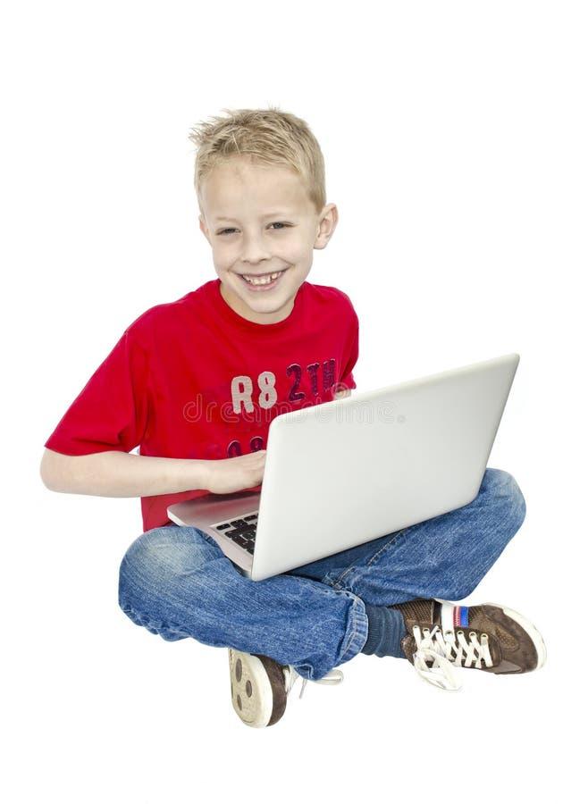 Garçon sur l'ordinateur image libre de droits