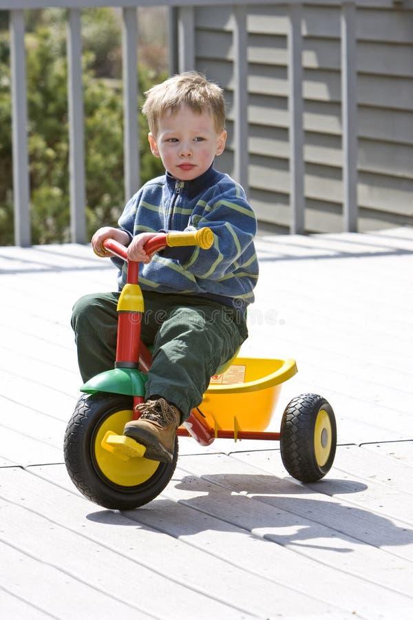Garçon sur le vélo photo libre de droits