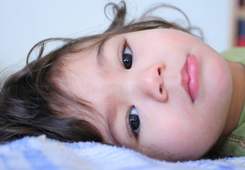 Garçon tranquille doux d'enfant en bas âge photo libre de droits