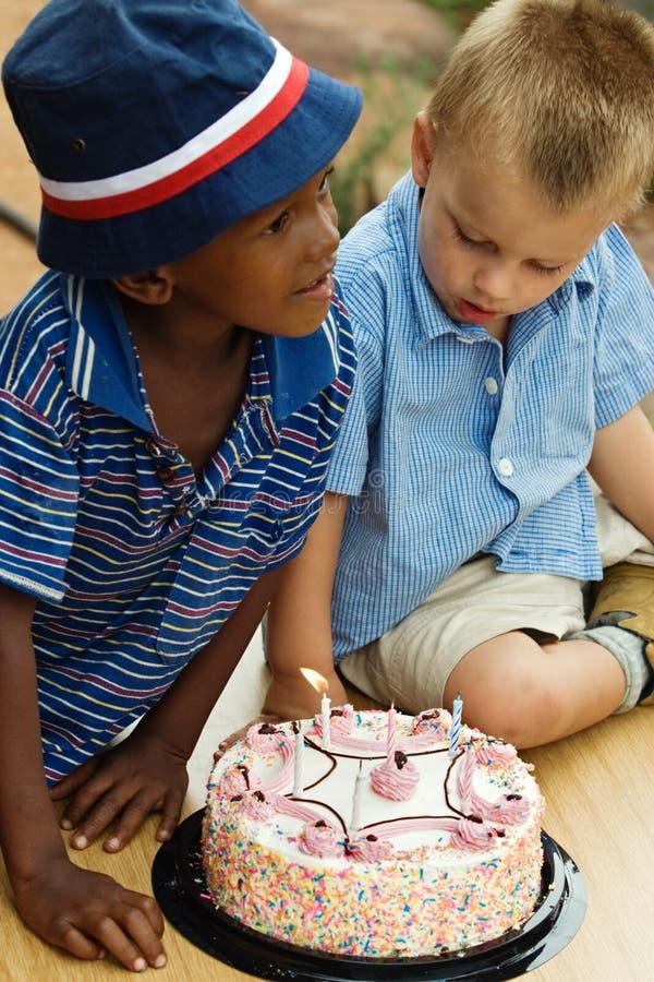 Garçons d'anniversaire images libres de droits