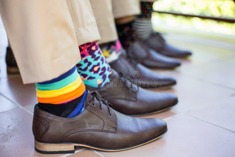 Garçons d'honneur épousant des chaussettes image stock