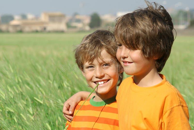 Download Garçons de sourire image stock. Image du ensemble, amitié - 733941