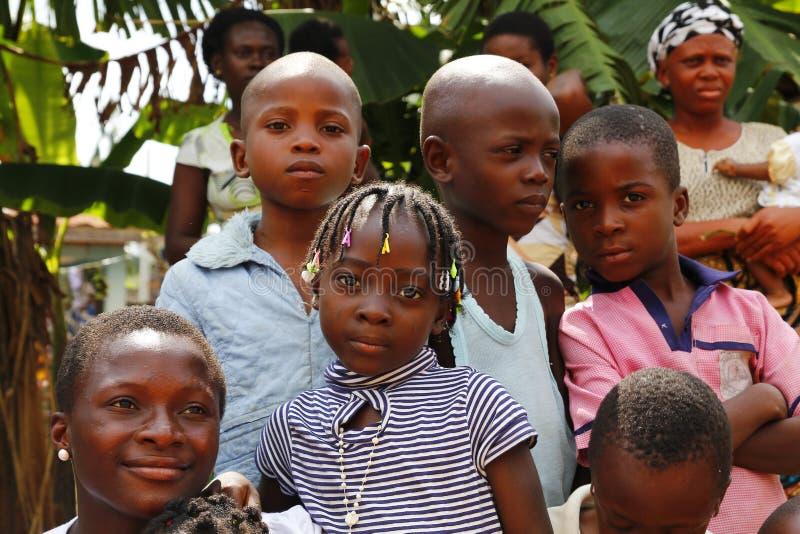 Garçons et filles nigériens image libre de droits