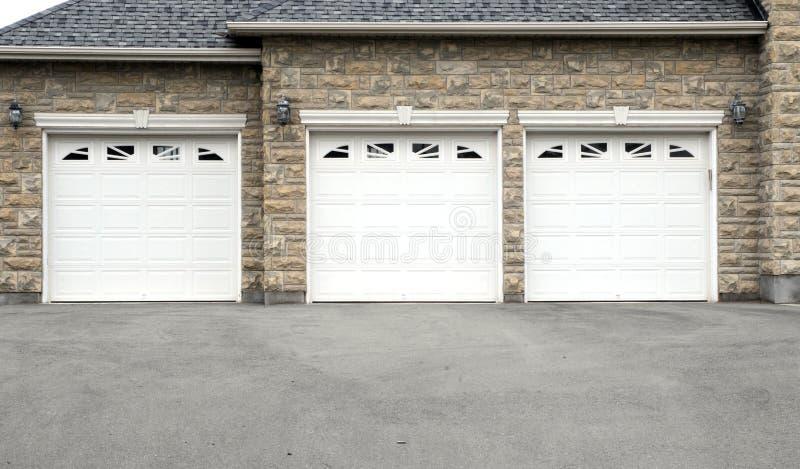 garaż potrójny obrazy royalty free