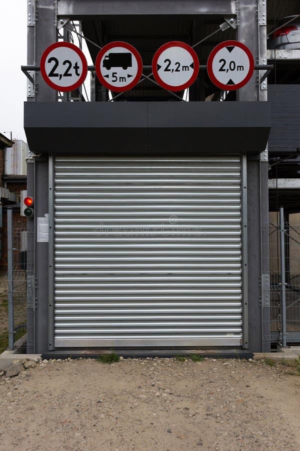 Garażu drzwi zdjęcie royalty free