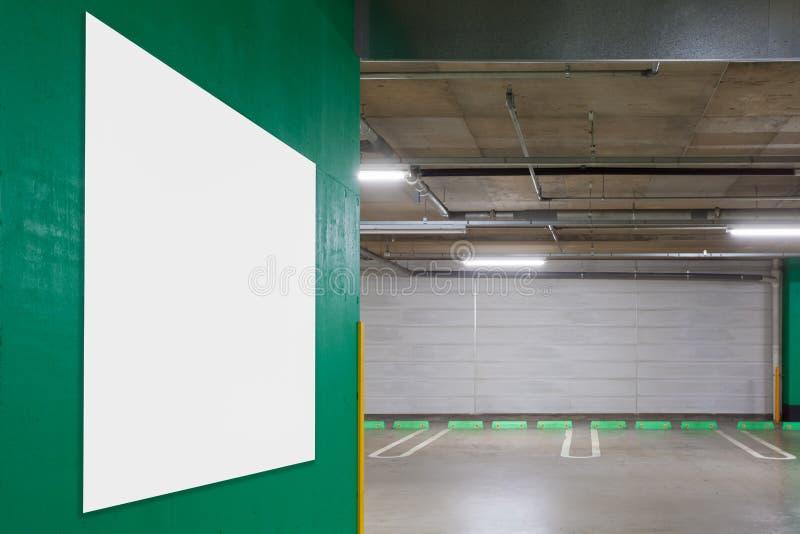 Garażu metro z pustym billboardem zdjęcie royalty free