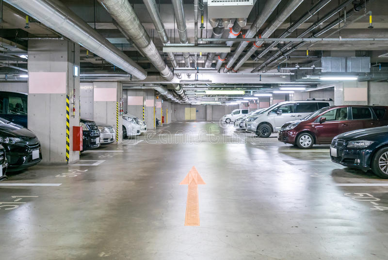 garażu parkingu pod ziemią zdjęcia royalty free