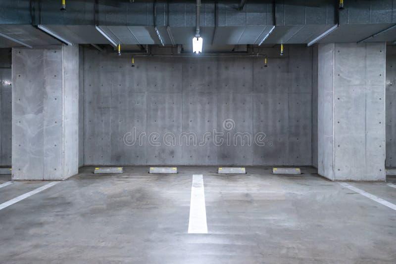 garażu parkingu pod ziemią obraz stock