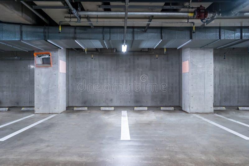 garażu parkingu pod ziemią obrazy royalty free