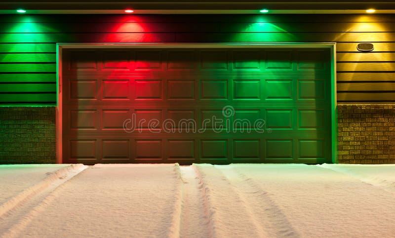 garażu podjazd Drzwi i Śnieżny Podjazd zdjęcia stock